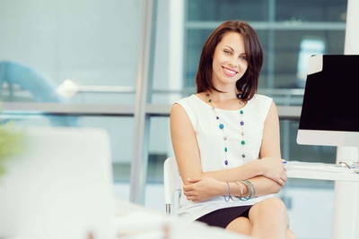 Top 12 Signs Your Female Coworker Is Really Into You Enkirelations