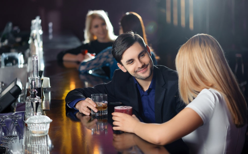 How to pick up girls at a bar 7 tips for you enkirelations how to pick up girls at a bar ccuart Images