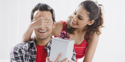 Deduce from your list some good ideas and you'll figure out what to get boyfriend for one year in no time. If not, here are some ideas!